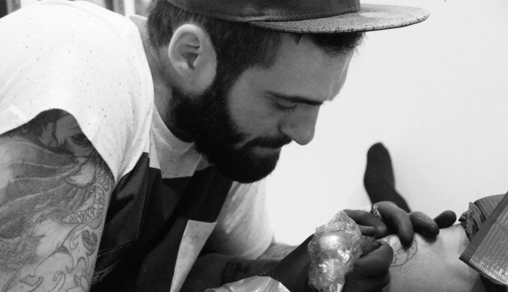 Artista invitado Cesar nieto en Los 5 Sentidos Tattoo Benidorm